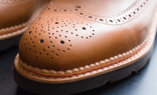 Sur nos work boots on constate un cuir d'apparence mat. Dans ce cas: il s'agit bien d'un cuir gras.
