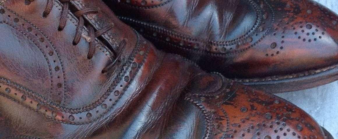 Plis d 39 aisance et rides du cuir de vos chaussures tout for Entretien d un salon en cuir