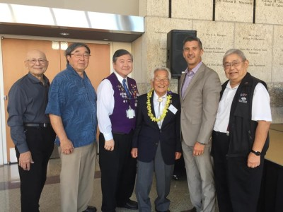 L to R: Volunteer photographers Russell Kitagawa, Gary Ono, and Richard Watanabe with WWII veteran photographer Sus Ito, JANM President and CEO Greg Kimura, and JANM event photo coordinator and librarian Richard Murakami.
