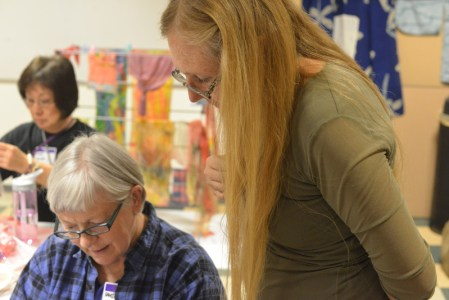 Glennis gives advice to a workshop participant. Photo by Dr. Tsuneo Takasugi.