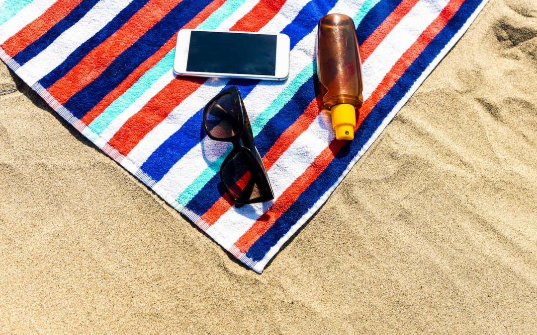 6 consigli per proteggere smartphone e PC dal caldo estivo e dal sole