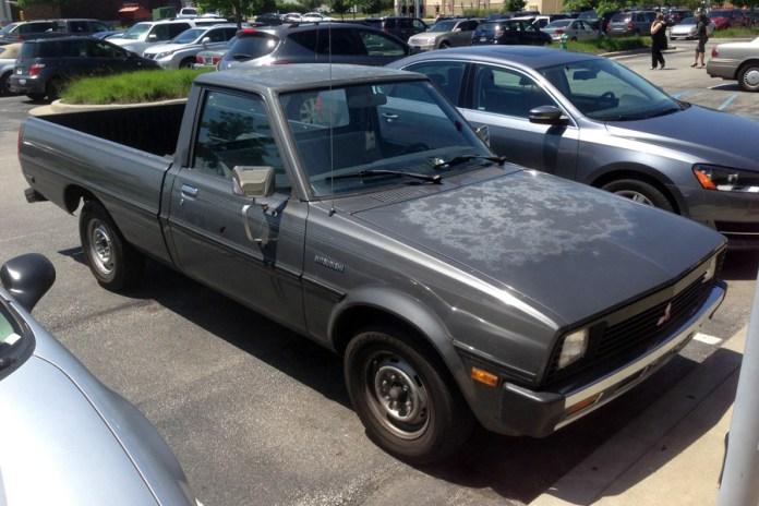 1982-86 Mitsubishi Mighty Max Sport c
