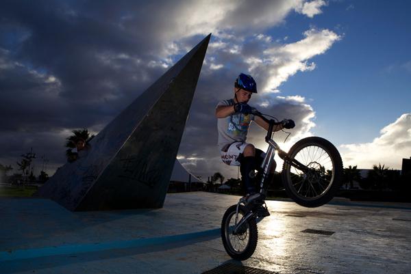 twilight-bike-rider