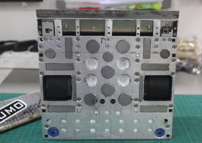 gzero-sumo-robot-bottom-magnets