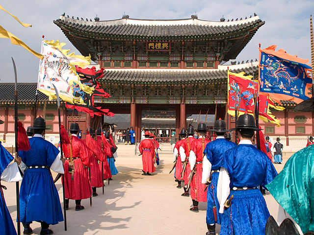 640px-Korea-Gyeongbokgung-Guard.ceremony-11
