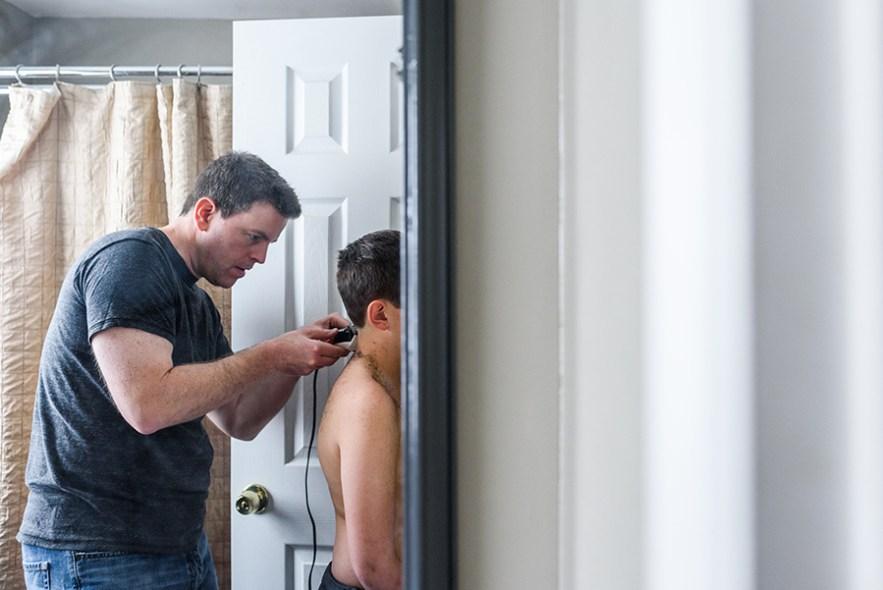 2020_4_12_covid_home_haircuts-5913