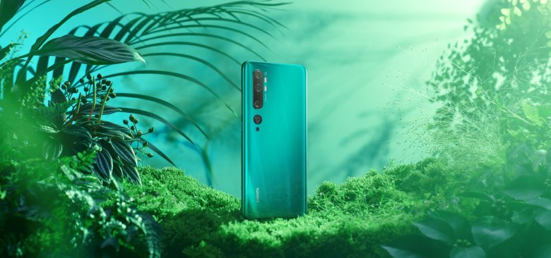 The Mi Note 10 in a forest