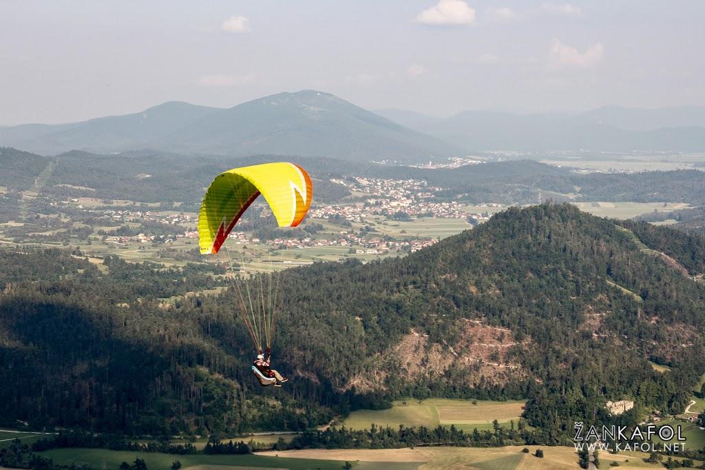 Letenje nad planinskim poljem