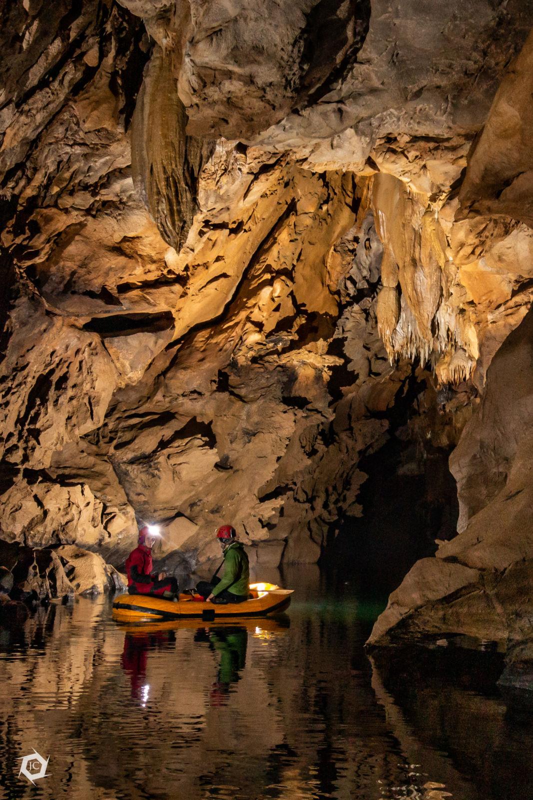 S čolnom v Zelške jame