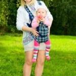 Nueve razones para no llevar a tu bebé de cara hacia afuera