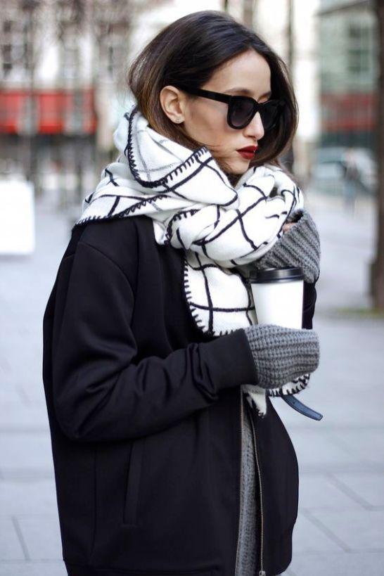 L'écharpe blanche et noir, jolie transition avec le manteau - Sleepy Kate