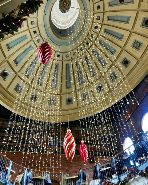 Lights in Faneuil Hall