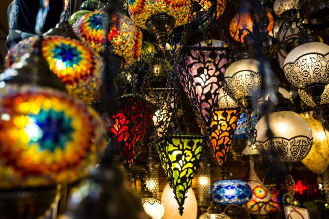 Colored lights at the Grand Bazaar for an article on Istanbul street photos