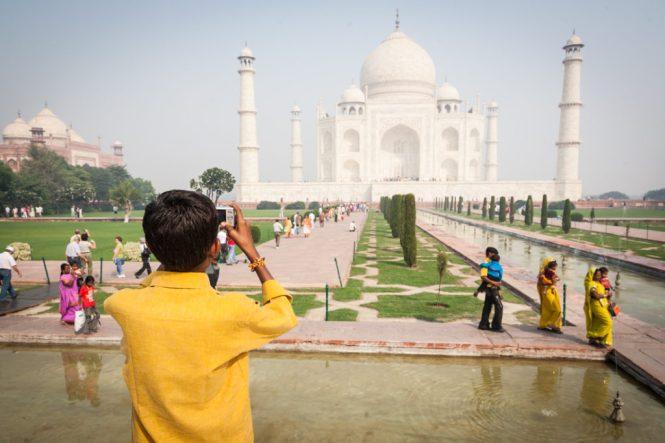India street photography at the Taj Mahal