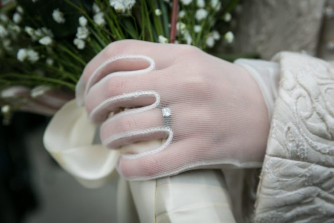 Bride's gloves for a Scottadito wedding