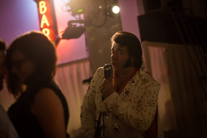 Elvis impersonator at a Housing Works Bookstore wedding, by NYC wedding photojournalist, Kelly Williams