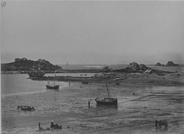 Port d'Argenton et Phare du Four. [cote : PH125(21)A] - Source Gallica