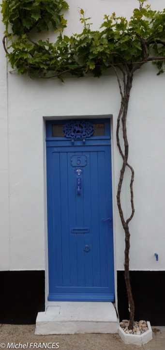 Dans la rue de la Chevalerie à Noirmoutier-en-l'île