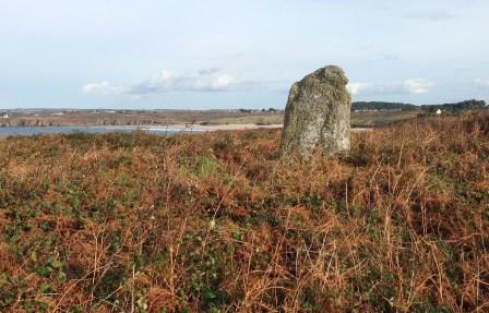 Le seul menhir qui reste des nombreux vestiges archéologiques de la presqu'ile