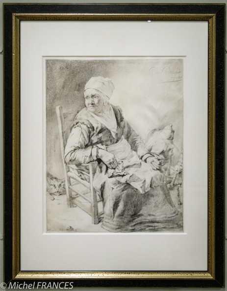CORNELIS II VISSCHER - Vieille Femme assise devant son rouet - vers 1651 - Pierre noire sur vélin Cornelis Il Visscher s'est fait une spécialité des dessins à la pierre noire sur vélin, exécutés avec une technique virtuose inspirée de son métier de graveur. Cette paysanne est la reprise, en miroir, de la figure principale de son estampe, La Faiseuse de crêpes. Elle fut probablement dessinée à la demande d'un collectionneur qui appréciait le jeu de contraste entre la rusticité du sujet et le raffinement de la technique. Cette matrone au regard profond atteste le renouveau de la représentation du monde paysan au milieu du siècle.