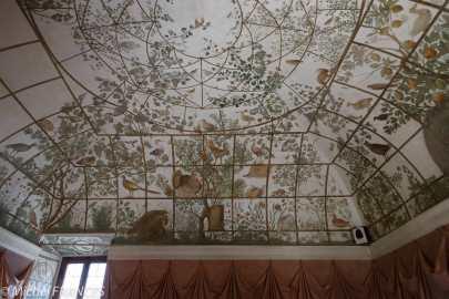 Les plafonds récemment découverts des annexes dans les jardins