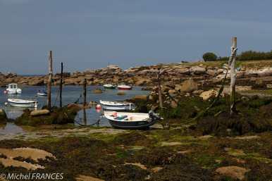 Au petit port du Mazou, un mode d'amarrage que je ne connaissais pas