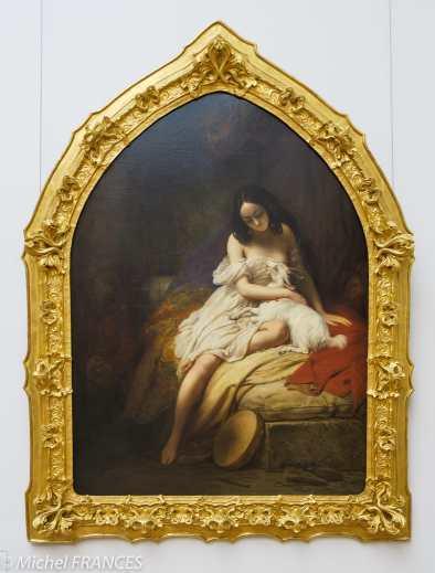 """Charles von STEUBEN - La Esméralda - 1839 - La belle danseuse au tambour de Notre-Dame de Paris de Victor Hugo (1831) est cachée dans une tour de cathédrale, après avoir été sauvée par Quasimodo. """"Elle avait laissé à terre le sifflet qu'il lui avait donné, il survint au moment où elle caressait Djali. Il resta quelques moments pensif devant ce groupe gracieux de la chèvre et de I'Egyptienne ». La découpe ogivale de la toile, d'esprit gothique, situe historiquement l'épisode. Cette œuvre romantique rappelle ainsi le goût naissant pour le Moyen Âge, tant dans les sujets que dans les formes. Charles von Steuben passe son enfance à Saint-Petersbourg où il fréquente l'Académie. Elève à Paris de Gérard et de Prud'hon, il expose avec succès au Salon dès 1812. Proche de Victor Hugo, il est considéré comme l'une des grandes figures du romantisme."""