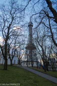 """La """"tour Eiffel"""" de la colline Petrin"""