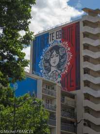 La Marianne d'Obey - Tout le monde s'émerveille de la reproduction de cette fresque qui trône dans le bureau du Président à l'Élysée : ça fait longtemps qu'on héberge l'original chez nous