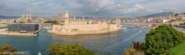 Depuis le Pharo, la vue est superbe sur Marseille, le Vieux-Port, le Fort St-Jean et le Mucem
