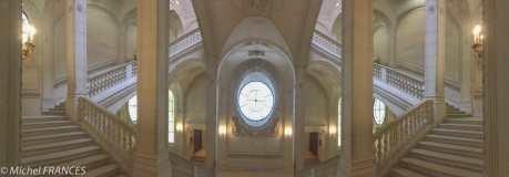 Le Louvre, escalier Lefuel re-décoré par François Morellet