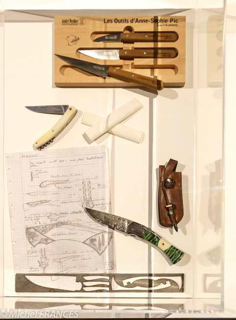 Manufacture des Gobelins - expo Métiers d'art, signatures des territoires - la coutellerie de Thiers, bien sûr.
