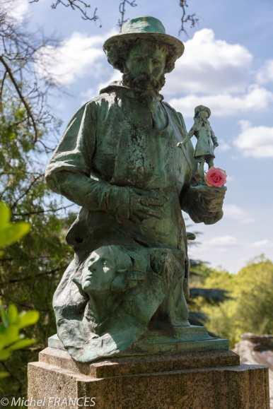 Père-Lachaise - statue de Jean-Joseph Carries, sculpteur et céramiste