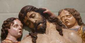 Le Christ mort soutenu par deux anges - bois de peuplier - Italie du nord - fin du 15ème siècle