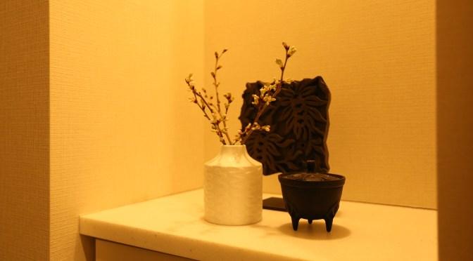 捨ててしまうのはもったいない!残った切り花は「長持ちする場所」に飾る