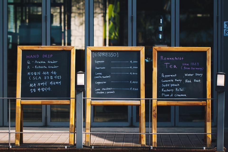 photo 1524059633949 c157729ae351 1 11 Reasons Why Digital Signage is a Good Idea - 1