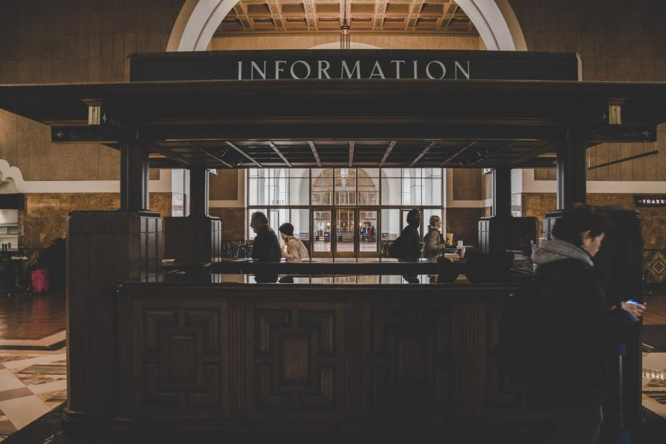Install hotel digital signage instead of an information desk - Kitcast Blog