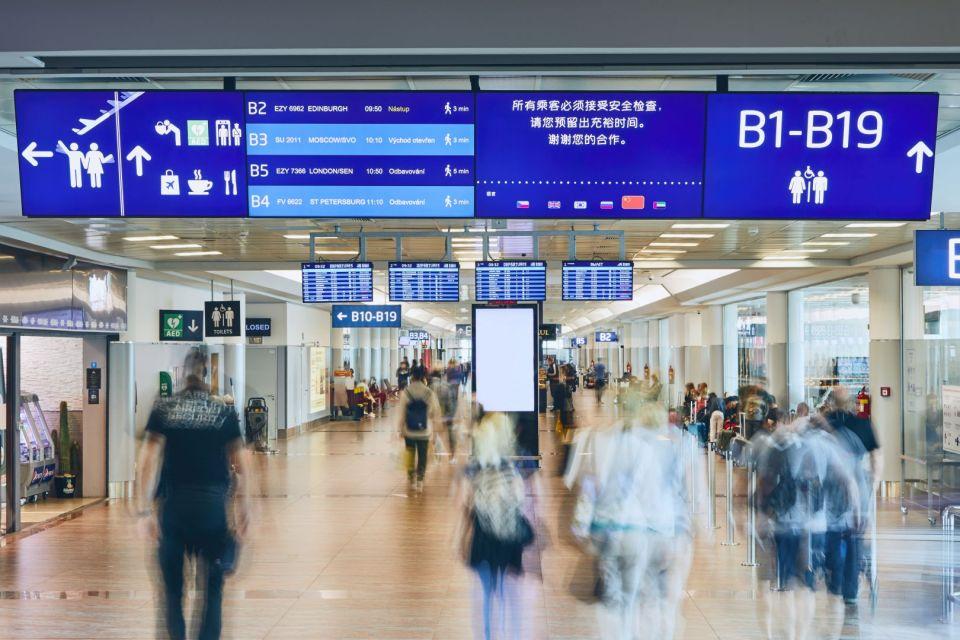 digitalni navigaceletiste praha 2 10 Airports that Amaze with Digital Signage - 3