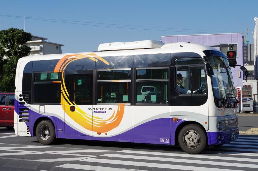 900 Japan Bus AFotolia 73271217