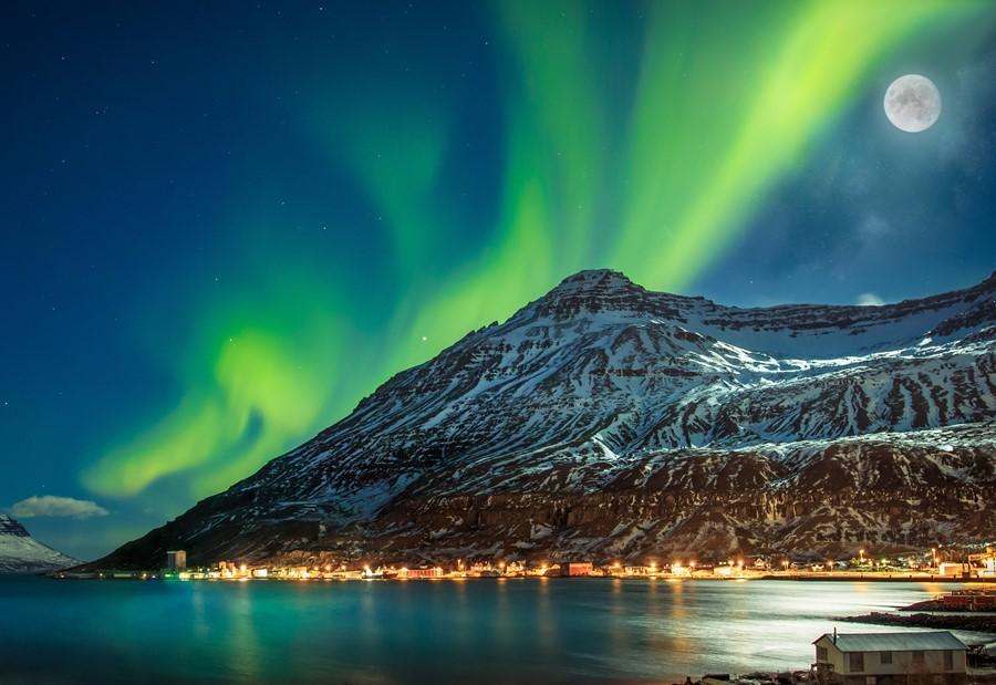 Iceland Aurora Ashutterstock 383351278