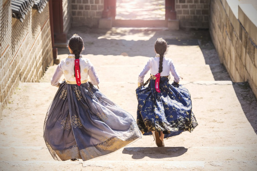Korea Traditional Cloth Hanbok AFotolia 123050127