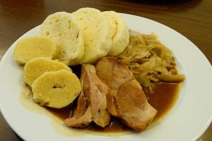 捷克美食 豬肉白菜配麵包