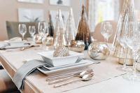 dining room table setting dishes  Loris Decoration