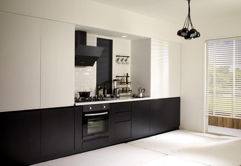 Siyah-beyaz mutfak dekorasyonu