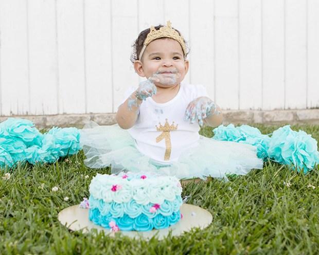 isabella smash cake