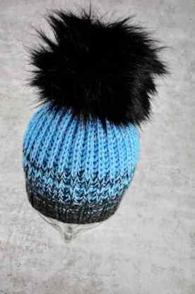 gestrickte mütze in schwarz und türkis aus lana grossa ecopuno wolle