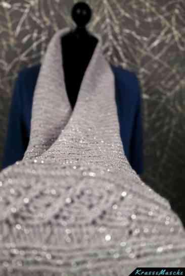 strickschal gestrickt aus catania glamour in silber mit glitzer lurex faden
