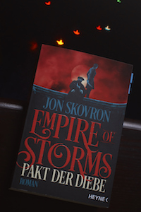 empire of storms pakt der diebe skovron
