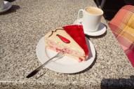 Kaffee und Kuchen in der Sonne