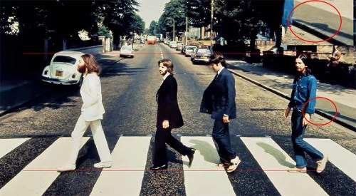 """""""La línea superior muestra la altura de George y la línea paralela inferior señala el plano por donde caminan""""."""